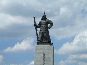 ソウル中心部にある李舜臣の像