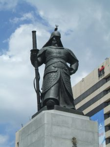 不滅の将軍・李舜臣の銅像